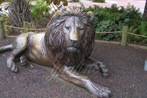 Outdoor life size lying cast bronze lion sculptures for square